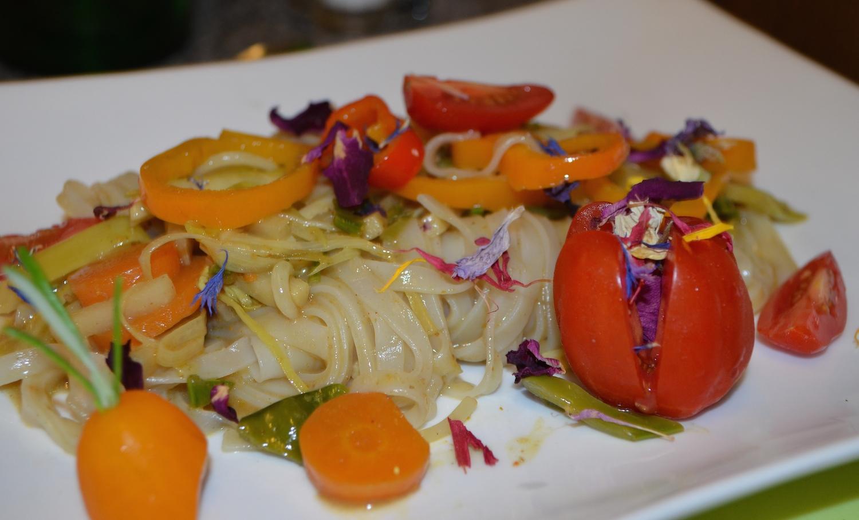 Gemüsecurry mit Reisnudeln