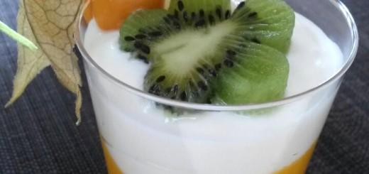 Topfencreme mit Pfirsichmus