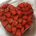 Schokoladekuchen mit Erdbeeren