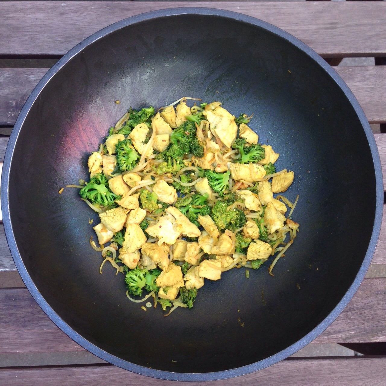 Huhn mit Brokkoli und Sojasprossen