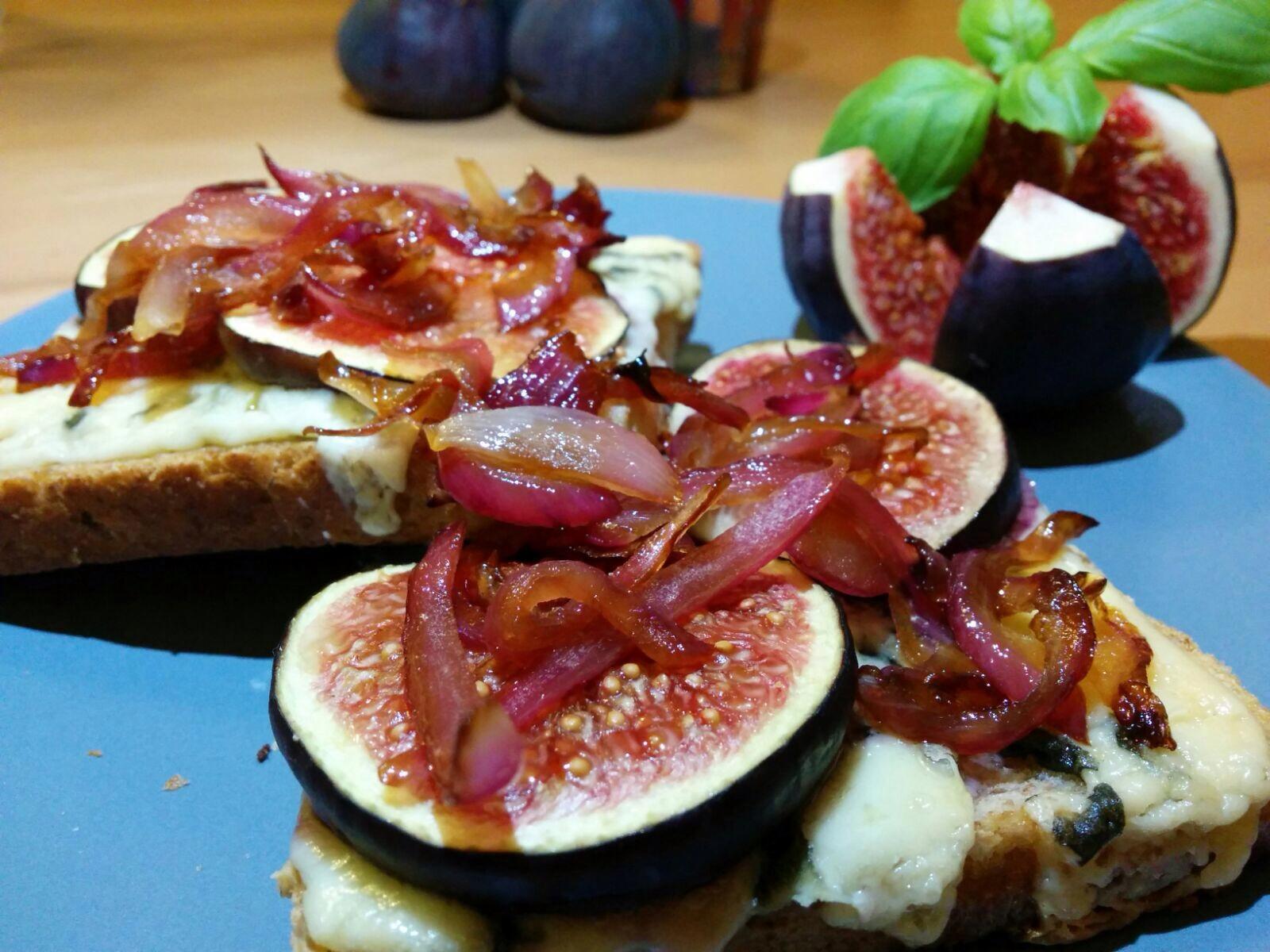 Gorgonzola-Toast mit Feigen