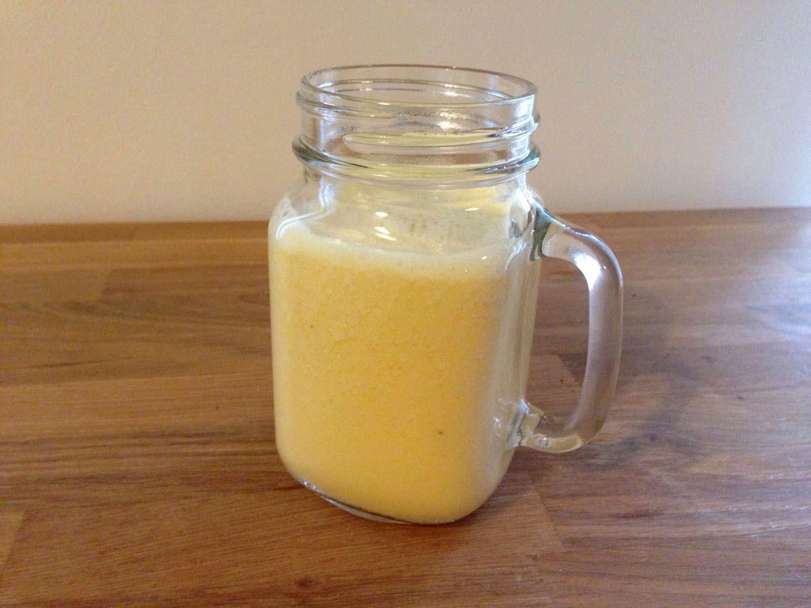 Bananen-Orangen-Latella-Smoothie