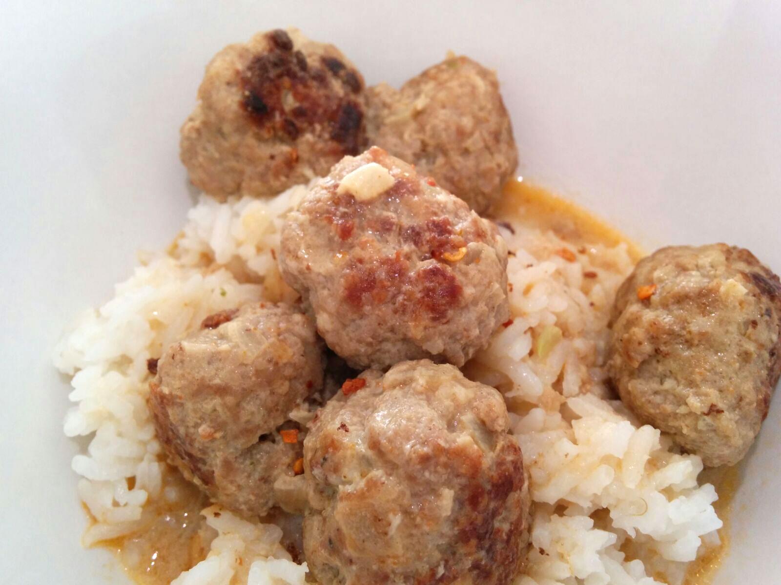 Fleischbällchen in Curry – Kokos – Sauce