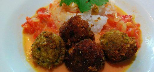 Linsenbällchen in Masalasauce mit Reis