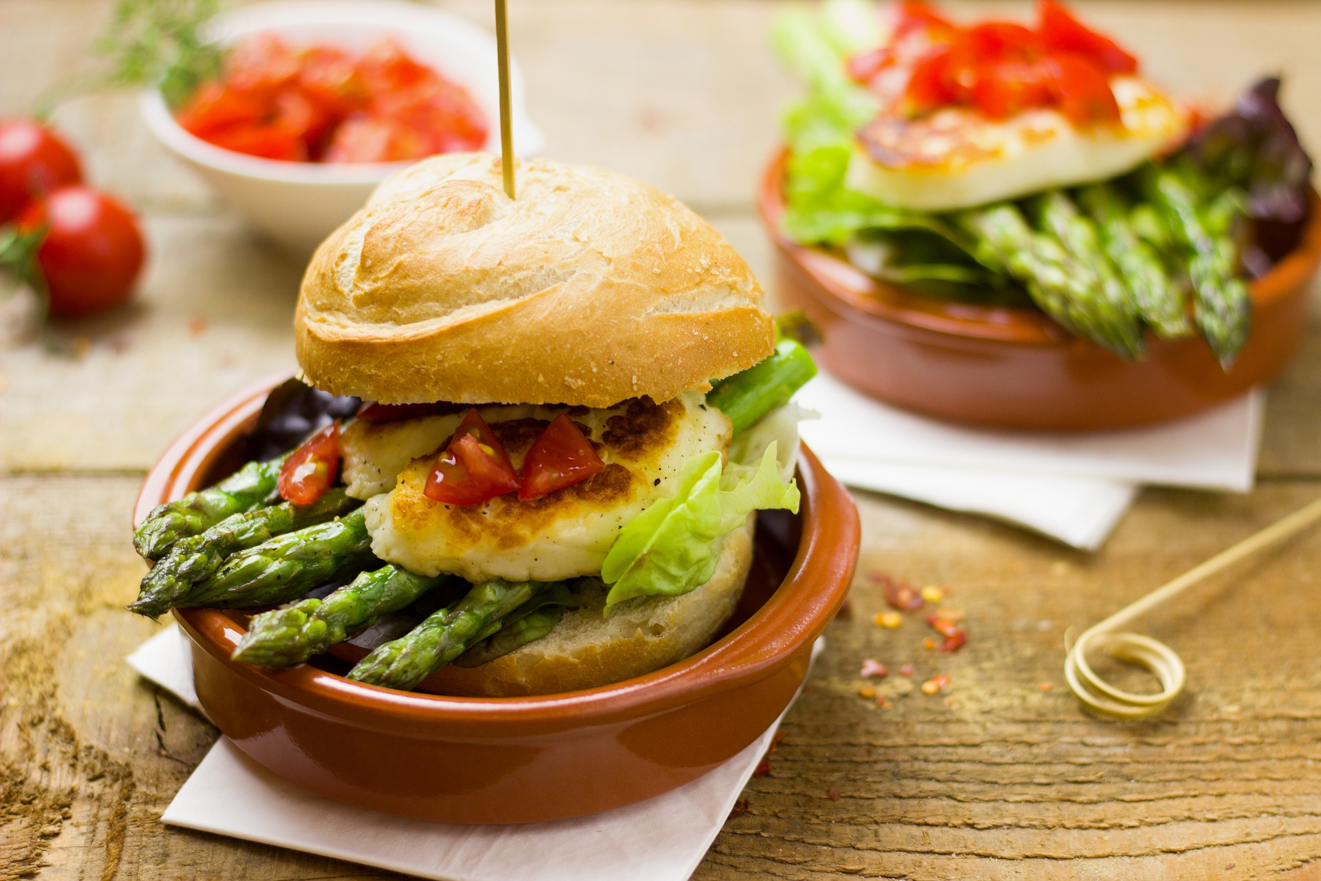 Spargel-Halloumi-Burger