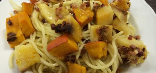 Spaghetti mit Kürbis und Speck