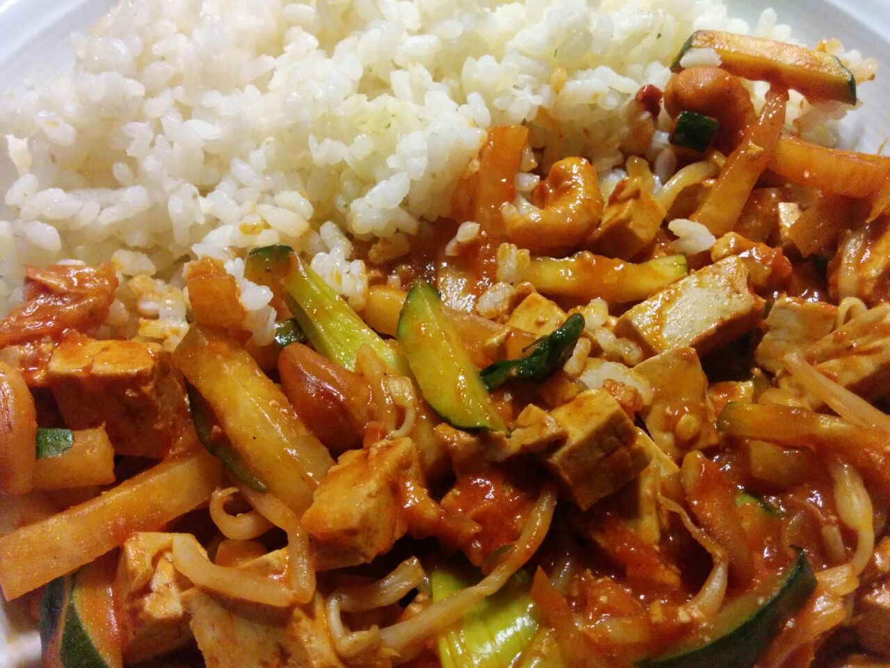Gemüse-Wok mit Tofu