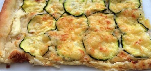 Zucchini-Frischkäse-Flammkuchen