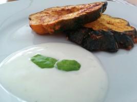 Gebratener Kürbis mit Joghurt-Zitronen-Dip