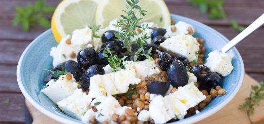 Linsensalat mit Feta und Oliven