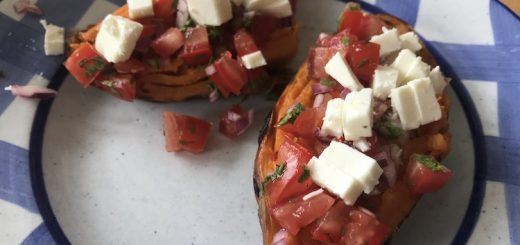 Süßkartoffel mit Salsadip und Feta